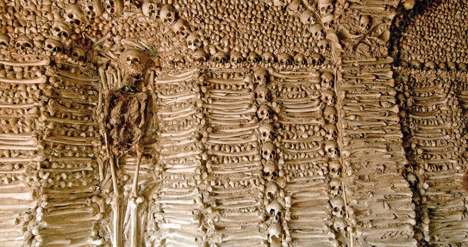 Resultado de imagem para capela dos ossos evora